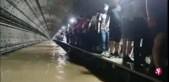 下午察:郑州地铁的没顶之灾