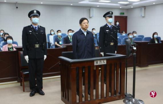 重庆原公安局长邓恢林被控受贿超4267万